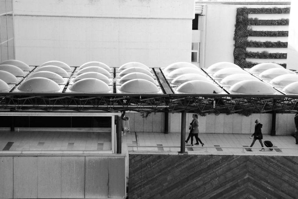 Jardins Suspendus Pôle Multimodal en noir et blanc