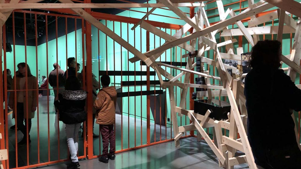 Prison, au-delà des murs : vue d'une cellule d'exposition