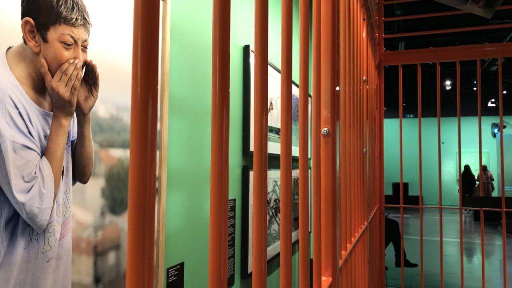 Photos de prisonniers derrière des barreaux