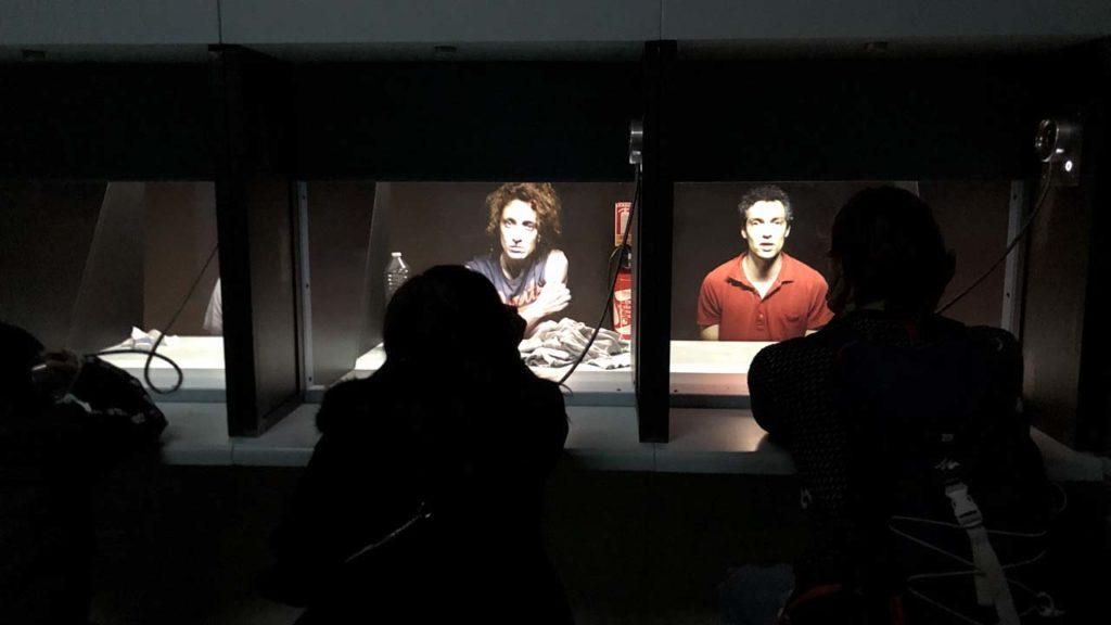 Le théâtre optique et ses détenus au parloir