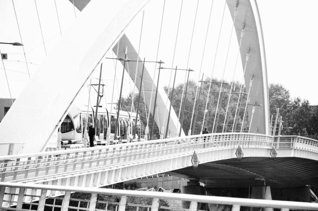 Le Pont Raymond Barre en noir et blanc
