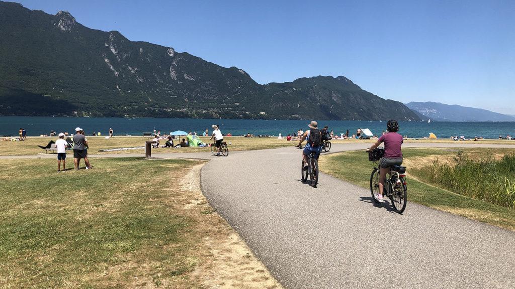 Arrivée en vélo sur le lac du Bourget