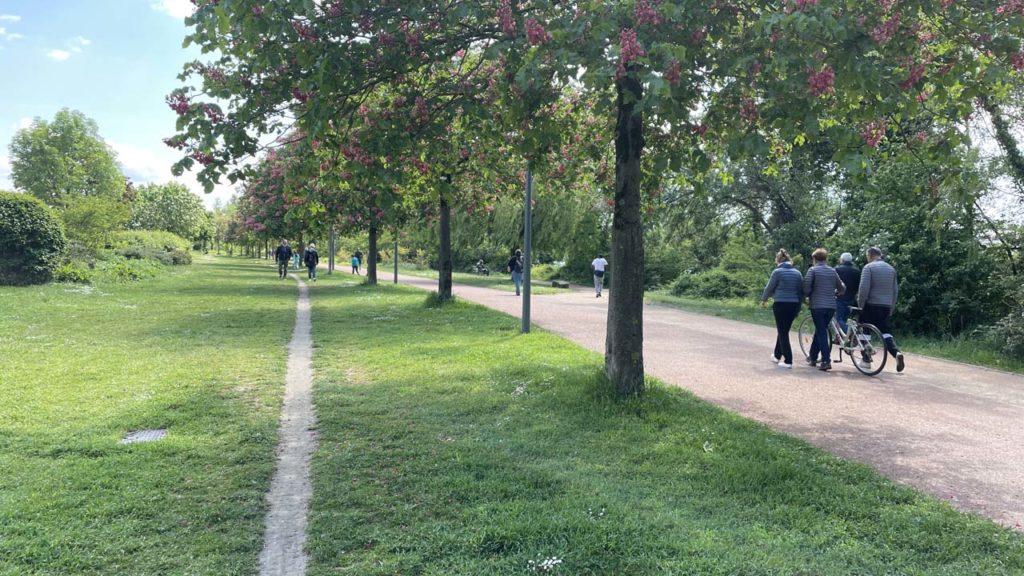 Parc de Gerland : promeneurs