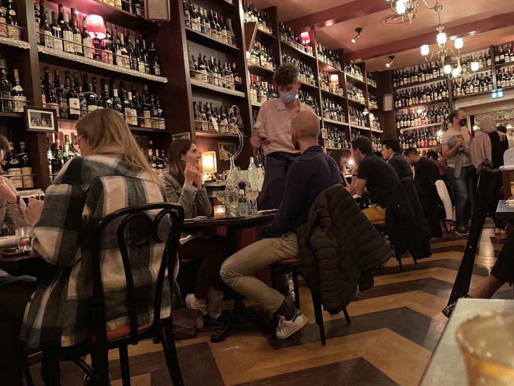 Une salle dédiée aux tables de deux chez Carmelo à Lyon